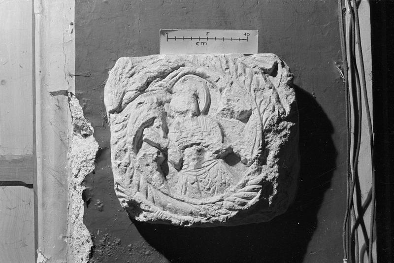 Bas-relief en pierre de Caumont : Christ bénissant (supposé)