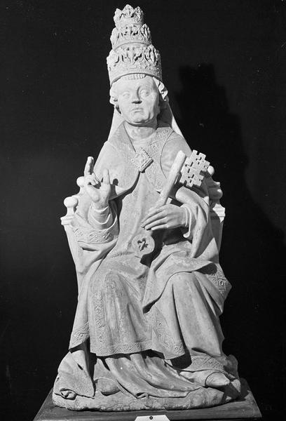 Statue en pierre : saint Pierre avec tiare et clef