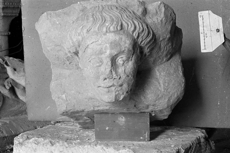 Elément d'architecture en pierre de Vernon, fragment : corbeau orné d'une tête de personnage