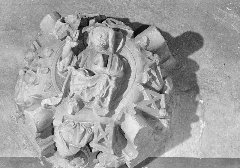 Jubé du 13e siècle, clef de voûte : Christ bénissant