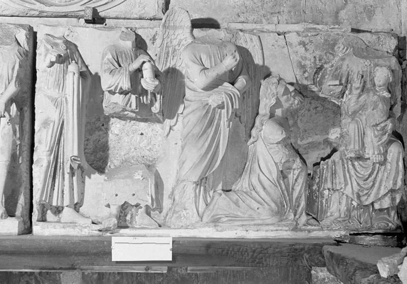 Jubé du 13e siècle, haut-relief : Adoration des Mages