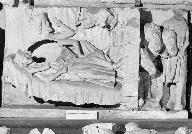 Jubé du 13e siècle, haut-relief : Réveil des Mages endormis
