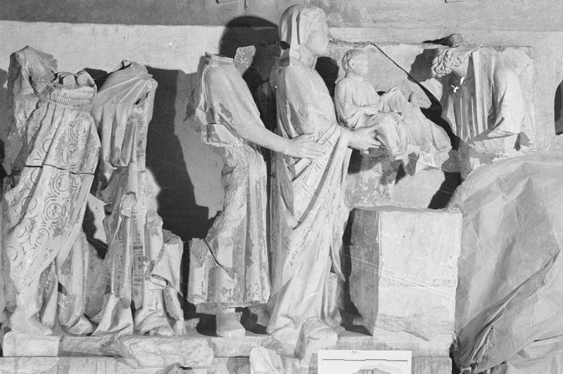 Jubé du 13e siècle, haut-relief : Présentation de Jésus au temple