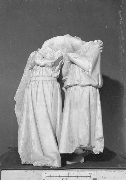 Jubé du 13e siècle, haut-relief, fragment : deux élus et un ange acéphales