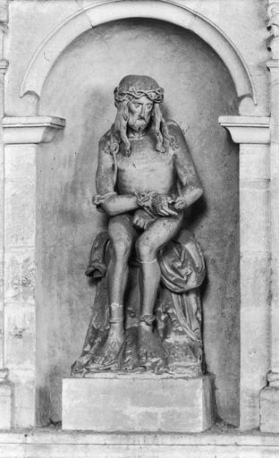 Statue : Christ aux liens assis