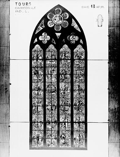 Photomontage de vitrail : baie 13, saint Nicolas, état après restauration