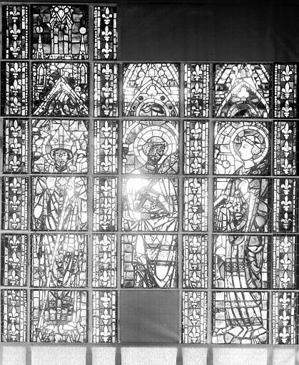 Trois lancettes de vitraux déposés