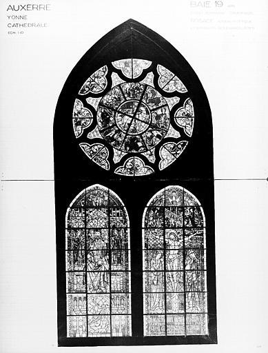 Photomontage de vitrail : baie 19, Christ en Majesté, Crucifixion, Agneau mystique et Tétramorphe