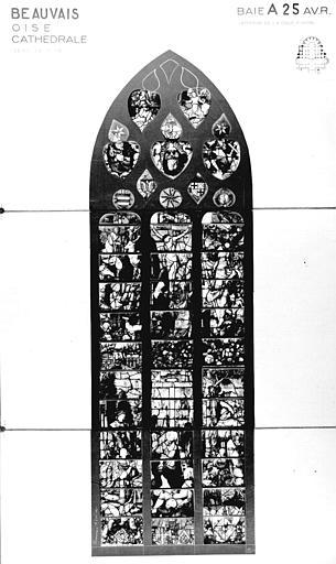 Photomontage de vitrail : baie A25, Crucifixion, état avant restauration