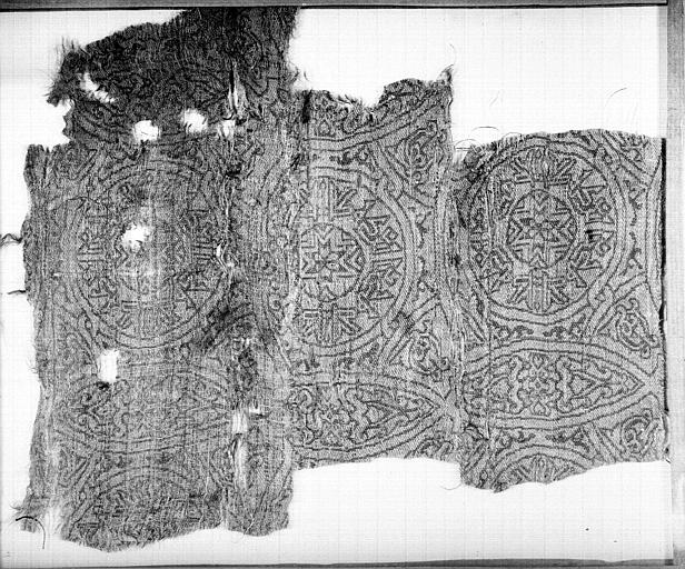 Fragment de tissu : médaillons à motifs géométriques