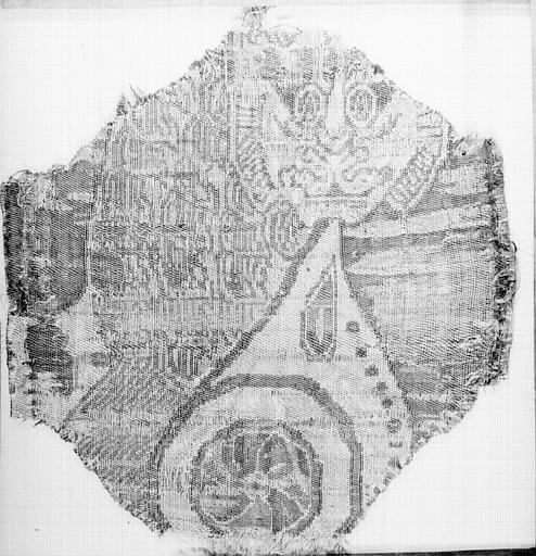 Fragment de tissu : médaillons à rosace et motifs géométriques