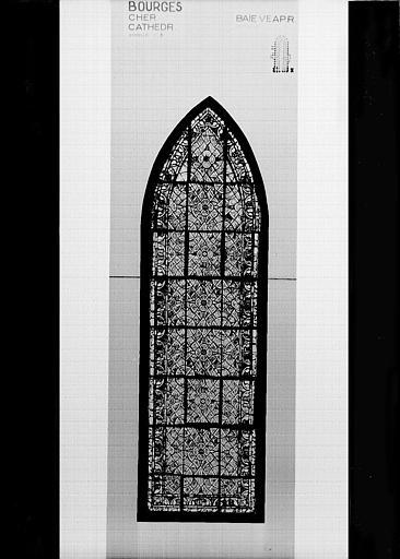 Photomontage de vitrail : baie VE, grisaille, état après restauration