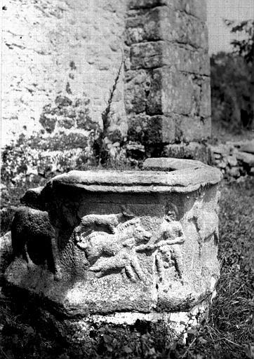 Cuve octogonale en granit d'époque gallo-romaine