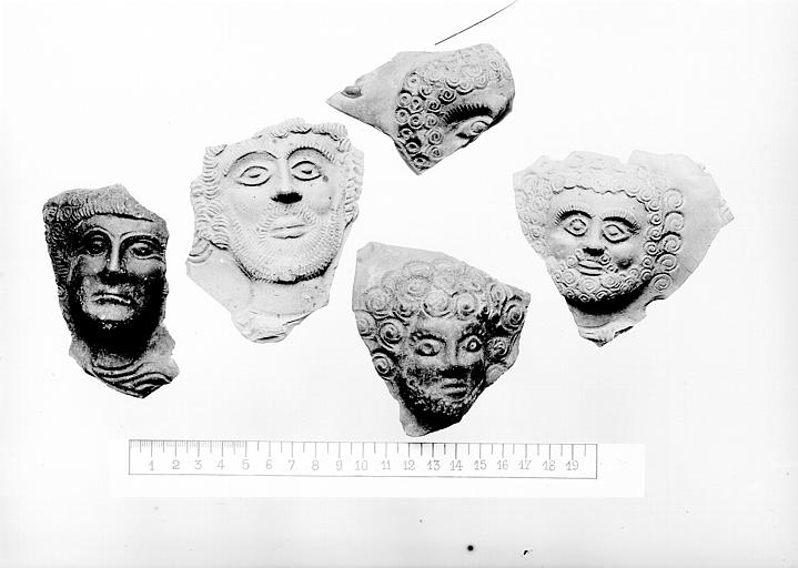 Tessons de poterie ornés
