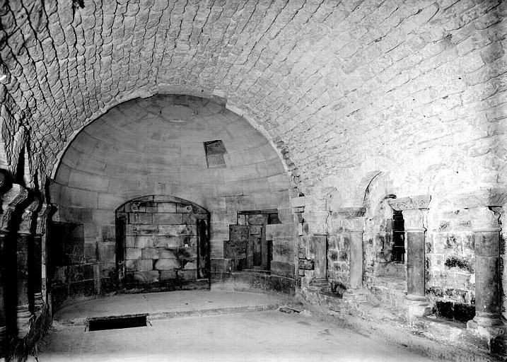 Crypte, chapelle de Hilduin : ensemble vers l'abside après piquage de l'enduit du 19e siècle