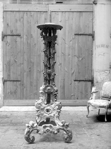 Chandelier pascal en bois sculpté, état avant restauration