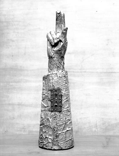 Bras reliquaire de saint Vincent : côté paume, état avant restauration