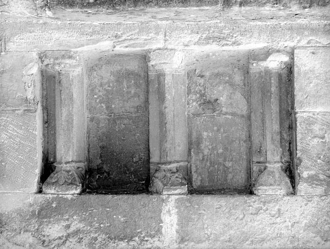 Porche ouest : niche avec trois colonnes