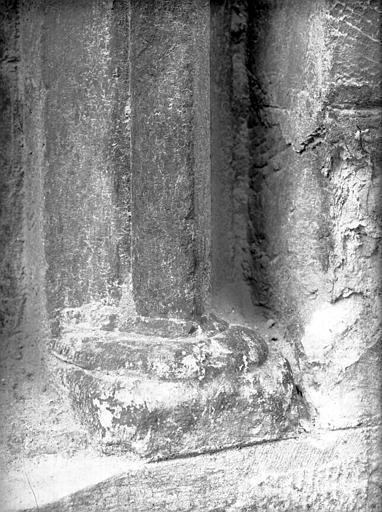 Porche ouest : niche, base