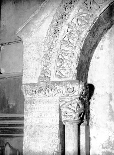 Tombeau de Jean d'Asside évêque de Périgueux de 1160 à 1169, pierre : partie dextre