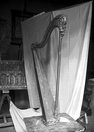 Harpe en bois doré et peint ayant appartenu à Marie-Antoinette