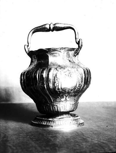 Seau à eau bénite, ensemble argenté époque Louis XV