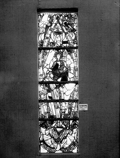Vitrail : Vierge à l'Enfant en Mandorle