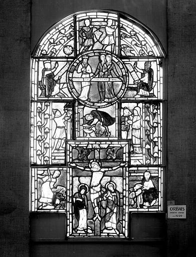 Vitrail : Crucifixion entourée de figures et de scènes de l'Ancien Testament