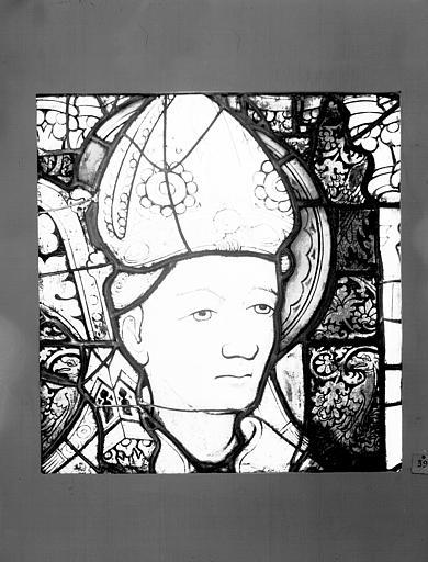 Vitrail : tête d'évêque