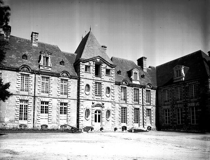 Corps central du bâtiment sur la cour d'honneur