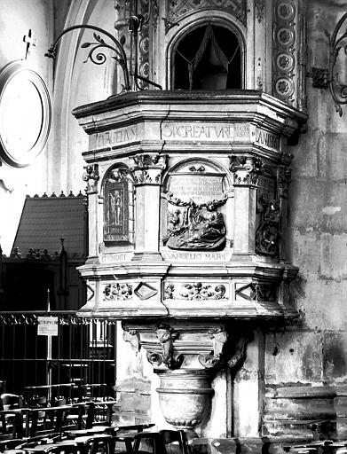 Chaire à prêcher en pierre : cuve