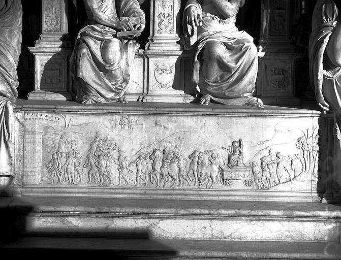 Tombeau de Louis XII : soubassement de la face postérieure, bas-relief