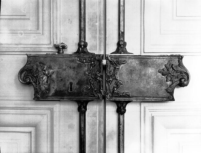 Premier étage, premier salon : détail d'une serrure