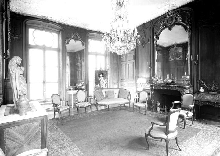 Salon du premier étage entre jardin et cour