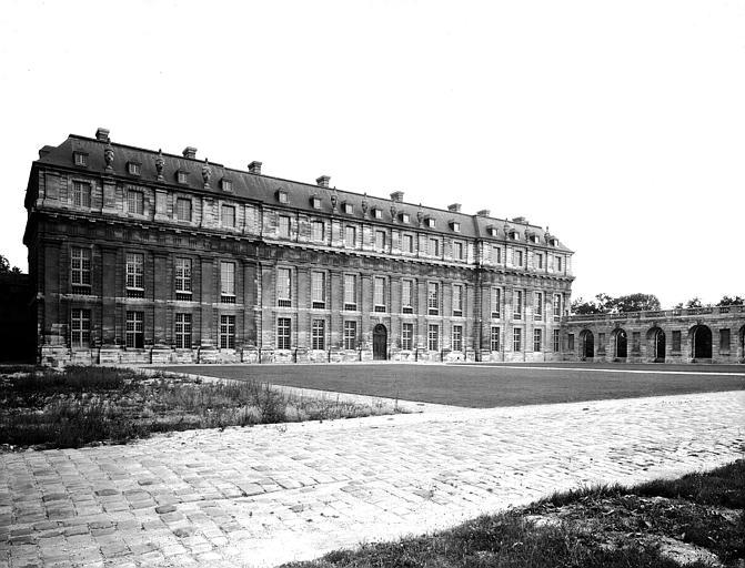 Pavillon de la Reine et aile gauche du portique de Le Vau, restauration terminée