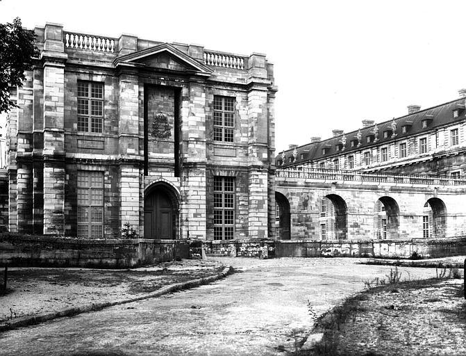 Portique de Le Vau : pavillon central