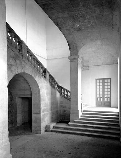 Pavillon de la Reine : grand escalier