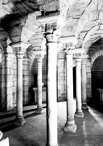 Crypte : nef centrale vers le nord-est
