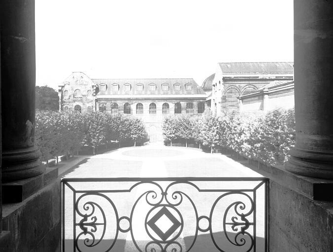 Jardin vu de la fenêtre axiale du premier étage