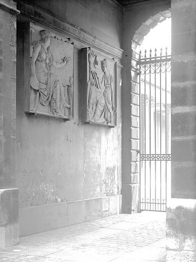 Grille sur la colonnade de l'Hôtel de Soubise