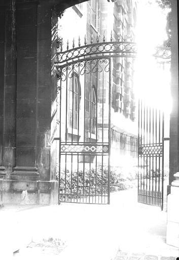 Grille entre la Cour d'honneur de Soubise et les Jardins d'Assy