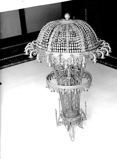 Lustre en cristal du salon du rez-de-chaussée sur jardin, avant enlèvement
