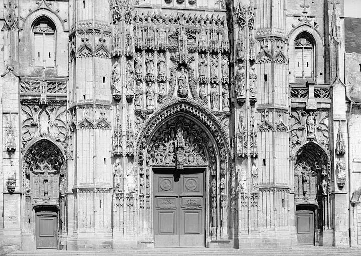 Façade ouest : portails