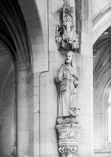 Croisillon sud, statue en pierre : saint Jacques le Majeur