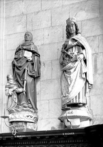 Croisillon sud, statue en pierre : saint Marcoul et de saint Riquier