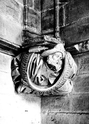 Chapelle de Bourbon : intérieur, culot à personnage, buste de prophète