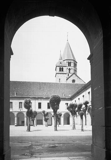 Bâtiments conventuels, cour d'honneur, angle nord-est