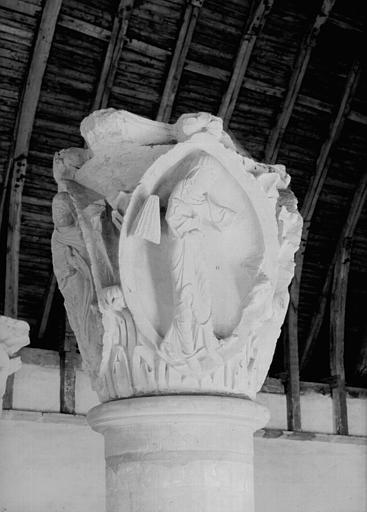 Chapiteau provenant du choeur : premier chapiteau des Saisons et des Vertues cardinales (la Justice)