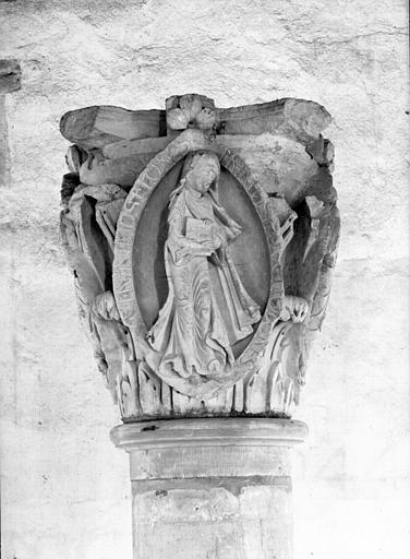 Chapiteau provenant du choeur : premier chapiteau des Saisons et des Vertues cardinales (le Printemps)