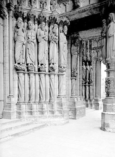 Portail du croisillon nord, porte centrale, ébrasement droit : Isaïe, Jérémie, Siméon, saint Jean-Baptiste, saint Pierre